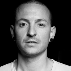 05-bw-chester-bennington-performs-2017-billboard-1548